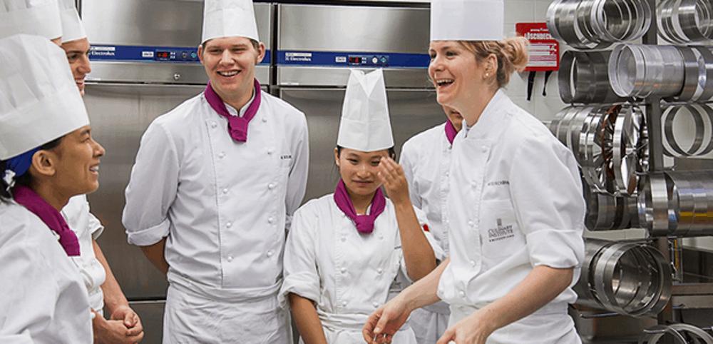 На практических занятииях в Culinary Arts Academy Switzerland